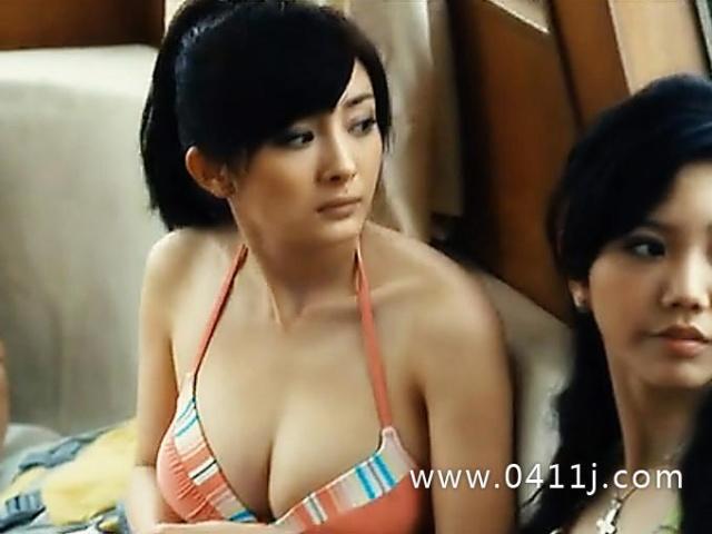 杨幂《孤岛惊魂》剧照爆大尺度比基尼 疑似g罩杯胸围