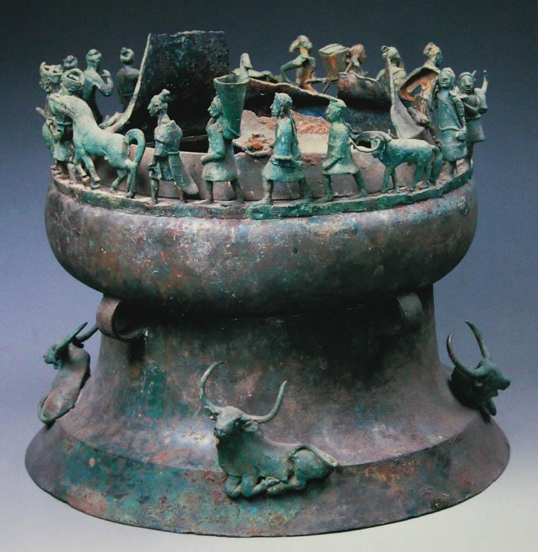 几千件青铜器组成了古滇国的一部&ldquo