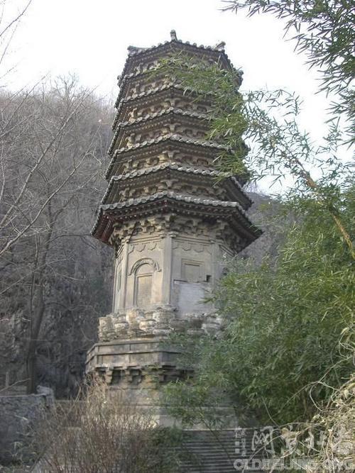 八角形塔身的四个正面砌出券门
