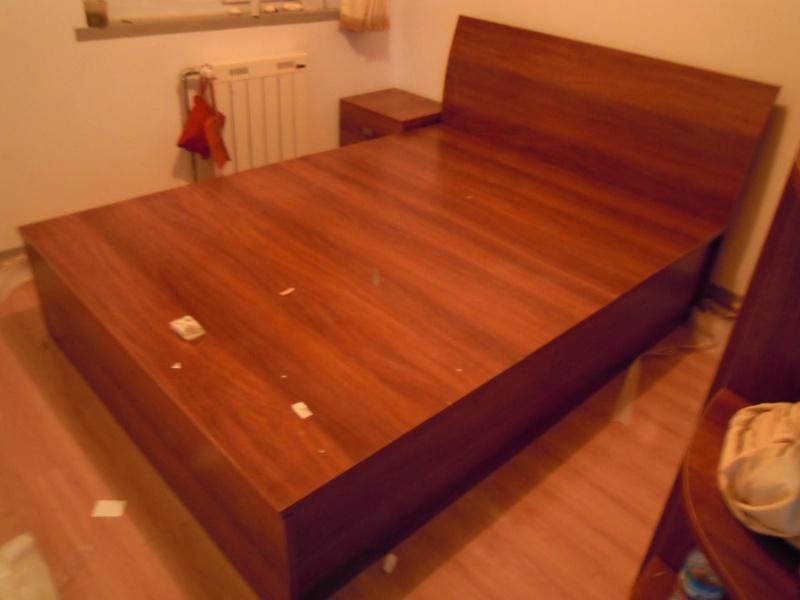 床头是一个圆弧靠背