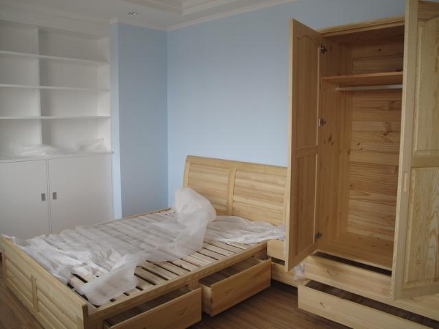 松木家具要算质量稍好的