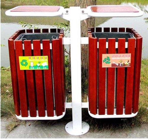 杏花岭区北大街看到,街边配置了新式垃圾箱.负责该街保洁的环