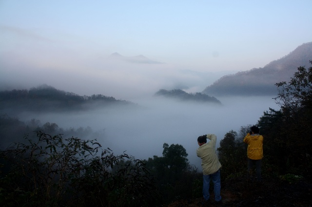米仓山风景区与陕西南郑县相连,从汉中的米仓山只需2个小时,周末2天