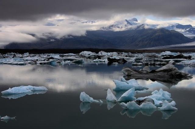 个别山峰可达1300至1700米,冰岛最高峰是华纳达尔斯赫努克山(2119米).