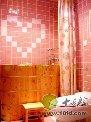 粉色别墅卫生间装修图