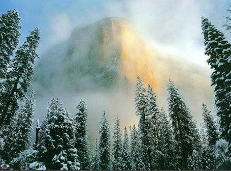 烟雾缭绕着各大名山