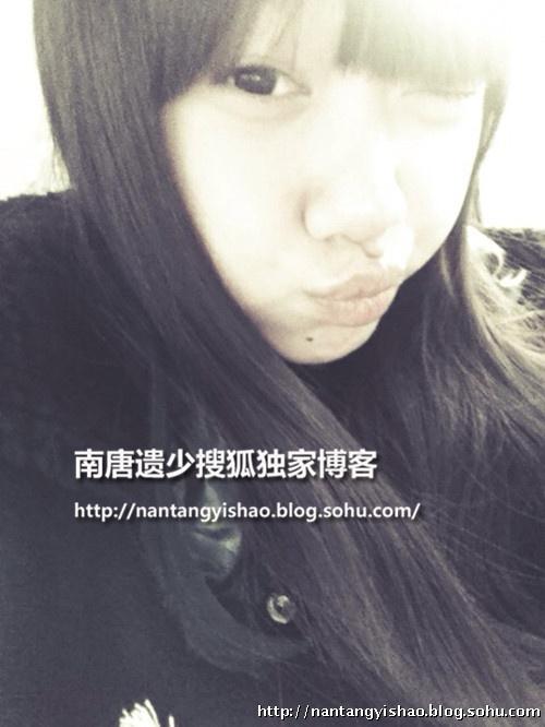 闫妮14岁漂亮女儿私房自拍照独家曝光清纯萝莉范
