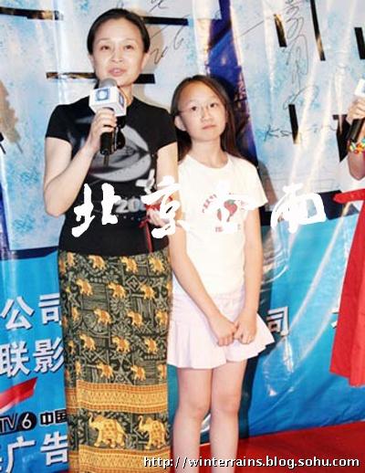 风吹杨柳:周小斌漂亮老婆及16岁女儿曝光(组图)_