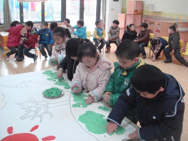 有趣的纸浆画——春天来了(橡树班)-神龙幼儿园湘隆