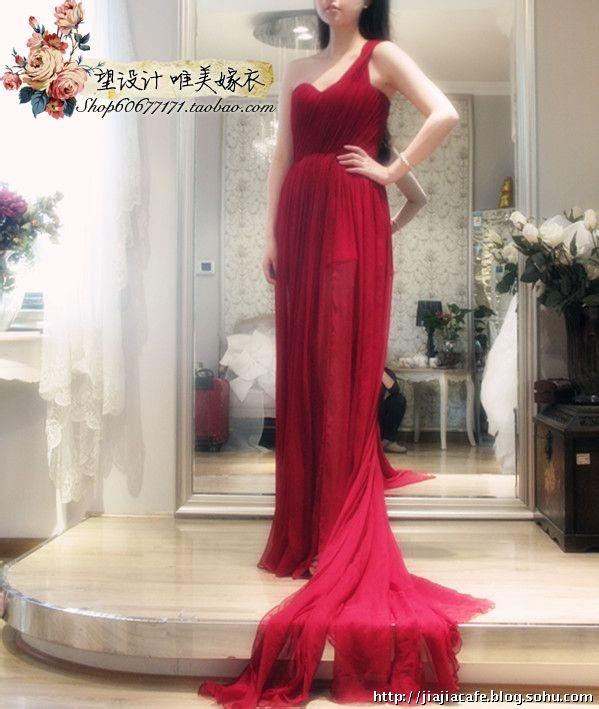 血红色裙子女生手绘头像