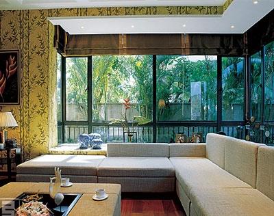 室内的设计与户外的景观交相呼应,融合成一体,色彩的浓烈恰到好处